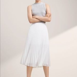 *ARITZIA Babaton Jude pleated skirt. Size small.